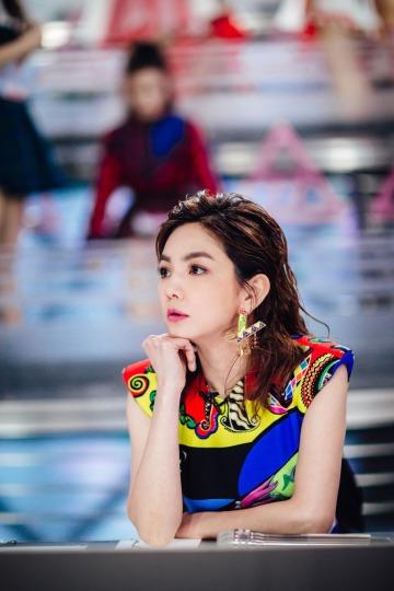 Ella Chen in Versace Spring 2018-2