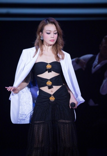 Joey Yung in Raisa and Vanessa Spring 2018-2