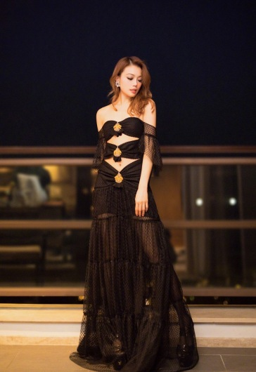 Joey Yung in Raisa and Vanessa Spring 2018-3