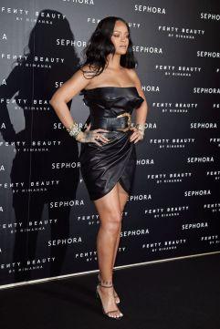 Rihanna in Versace Fall 2018-3