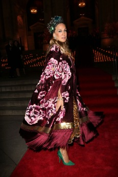 Sarah Jessica Parker in Dolce & Gabbana Fall 2016 Couture-2