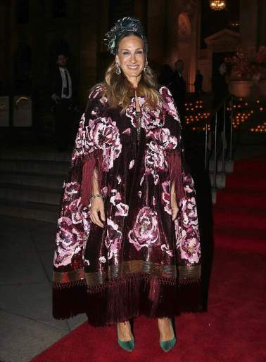 Sarah Jessica Parker in Dolce & Gabbana Fall 2016 Couture