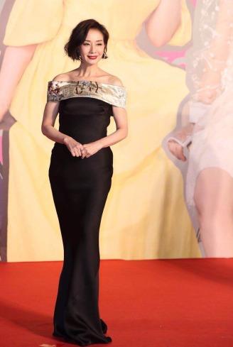 Teresa Mo Shun Kwan in Giorgio Armani-2