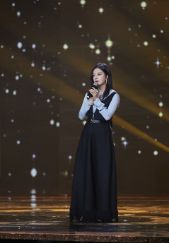 Zhao Wei in Nina Ricci Spring 2018-3