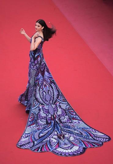 Aishwarya Rai in Michael Cinco Couture-2