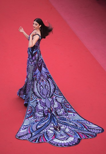 Aishwarya Rai in Michael Cinco Couture-2