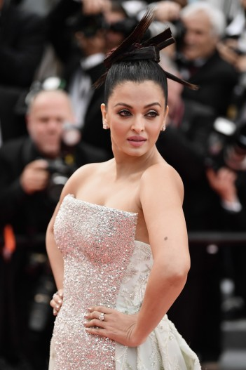 Aishwarya Rai in Rami Kadi Spring 2018 Couture-1