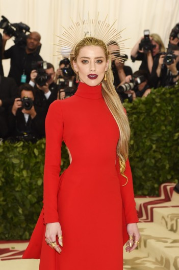 Amber Heard in Carolina Herrera-3