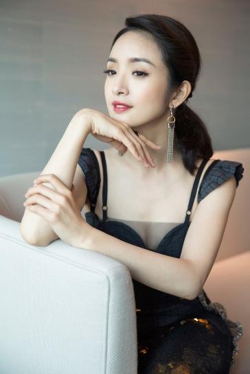 Ariel Lin in Vera Wang Spring 2018-2