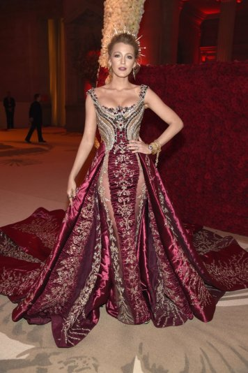 Blake Lively in Atelier Versace-7