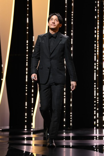 Chang Chen in Givenchy Spring 2018-4