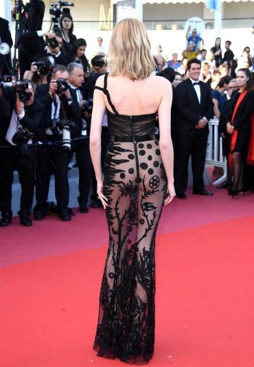 Daria Strokous in Jean-Louis SabajiSpring 2018 Couture-2