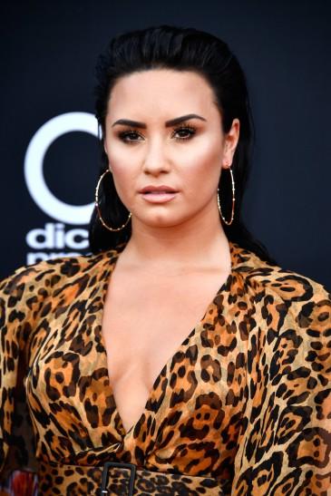 Demi Lovato in Christian Dior Resort 2009-1