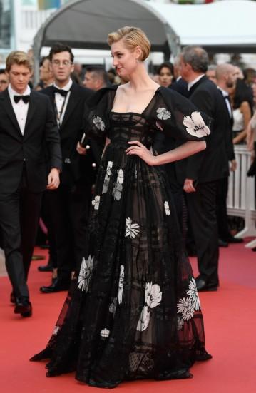 Elizabeth Debicki in Valentino Spring 2018 Couture-1