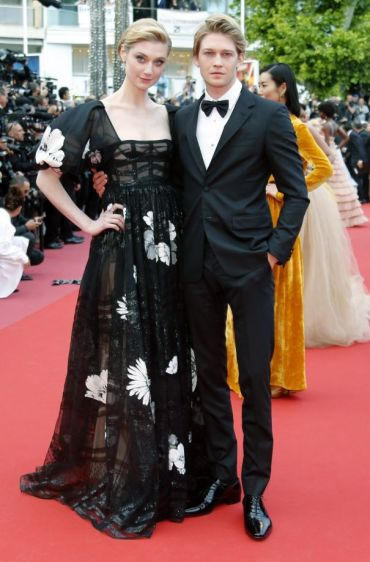 Elizabeth Debicki in Valentino Spring 2018 Couture with Joe Alwyn