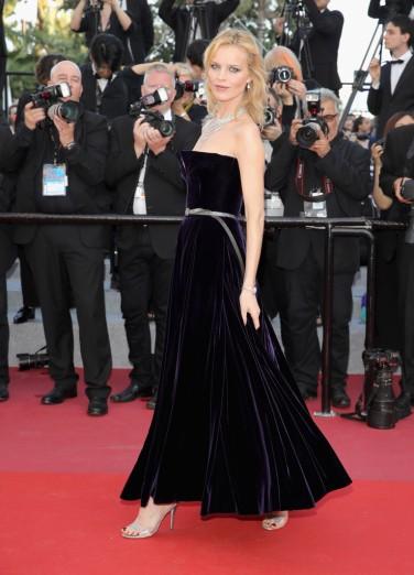 Eva Herzigova in Dior Fall 2017 Couture-1