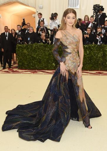 Gigi Hadid in Atelier Versace-1
