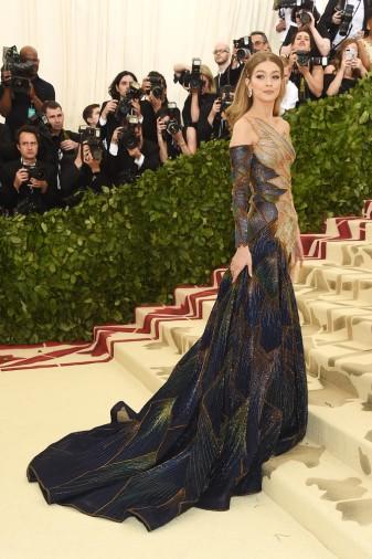Gigi Hadid in Atelier Versace-4