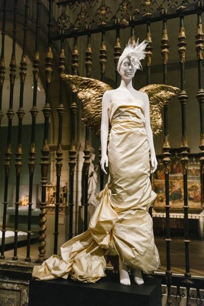 Heavenly Bodies-Fashion and the Catholic Imagination-1