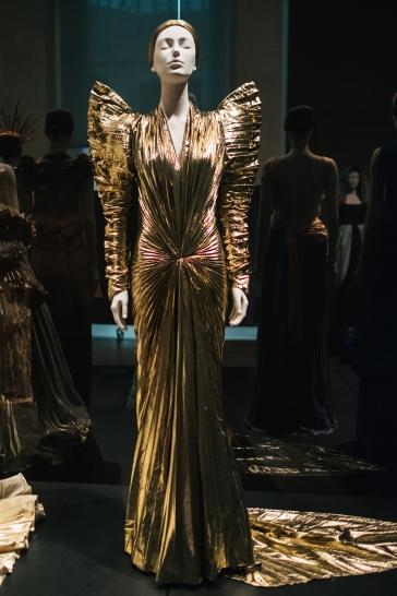 Heavenly Bodies-Fashion and the Catholic Imagination-10