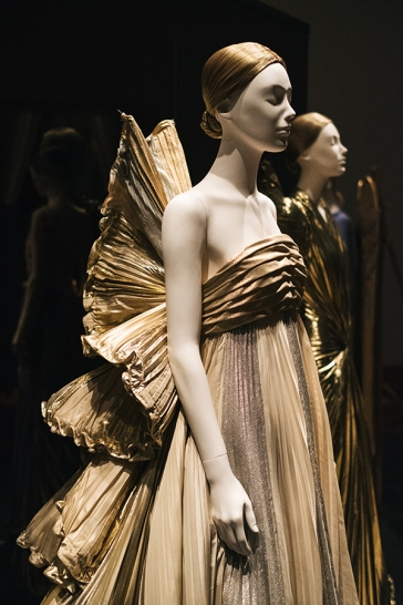 Heavenly Bodies-Fashion and the Catholic Imagination-11