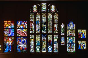 Heavenly Bodies-Fashion and the Catholic Imagination-17