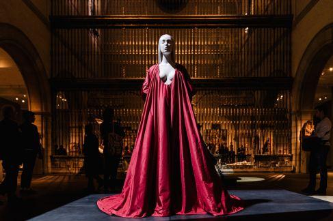 Heavenly Bodies-Fashion and the Catholic Imagination-18