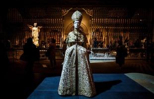 Heavenly Bodies-Fashion and the Catholic Imagination-2