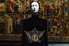 Heavenly Bodies-Fashion and the Catholic Imagination-20