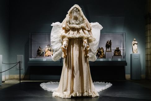 Heavenly Bodies-Fashion and the Catholic Imagination-29