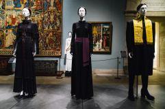 Heavenly Bodies-Fashion and the Catholic Imagination-31