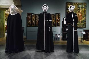 Heavenly Bodies-Fashion and the Catholic Imagination-32