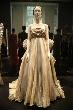 Heavenly Bodies-Fashion and the Catholic Imagination-38