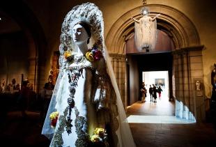 Heavenly Bodies-Fashion and the Catholic Imagination-4