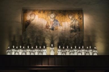 Heavenly Bodies-Fashion and the Catholic Imagination-7