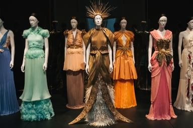 Heavenly Bodies-Fashion and the Catholic Imagination-8