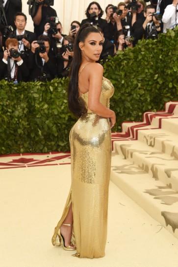 Kim Kardashian in Atelier Versace-1