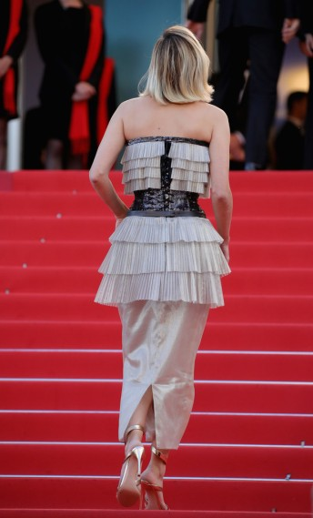 Marion Cotillard in Chanel Fall 2014 Couture-1