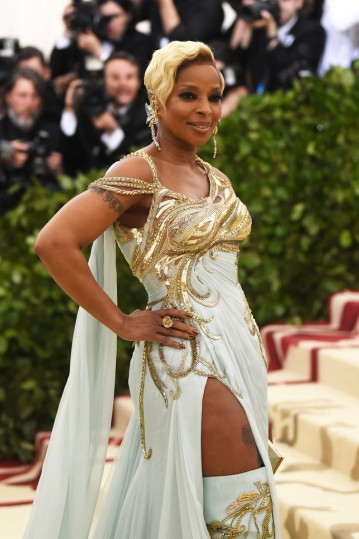 Mary J. Blige in Versace-1