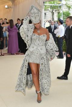Rihanna in Maison Margiela-2