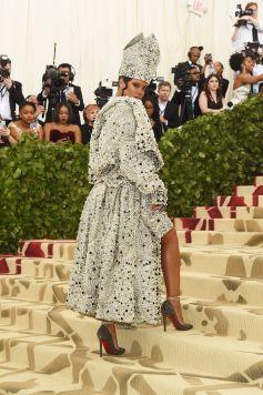 Rihanna in Maison Margiela-3
