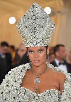 Rihanna in Maison Margiela-4