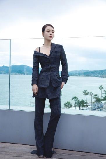 Sandra Ma in Vera Wang Spring 2018
