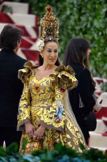 Sarah Jessica Parker in Dolce & Gabbana Alta Moda 2018-4