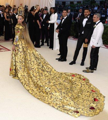 Sarah Jessica Parker in Dolce & Gabbana Alta Moda 2018-5