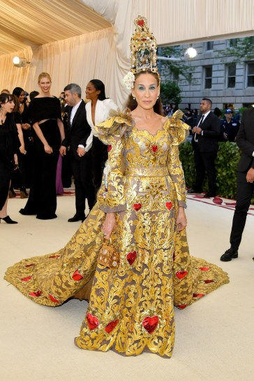 Sarah Jessica Parker in Dolce & Gabbana Alta Moda 2018