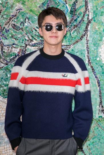 Se Hun in Louis Vuitton-2