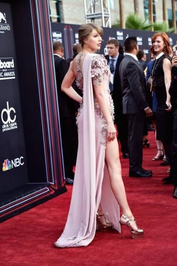 Taylor Swift in Atelier Versace-1