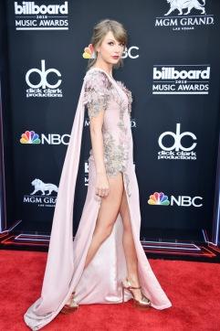 Taylor Swift in Atelier Versace-2