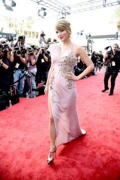 Taylor Swift in Atelier Versace-3